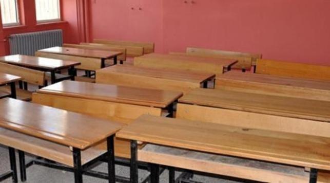 Öğretmen, öğrencilerin gözü önünde cinsel içerikli film izledi
