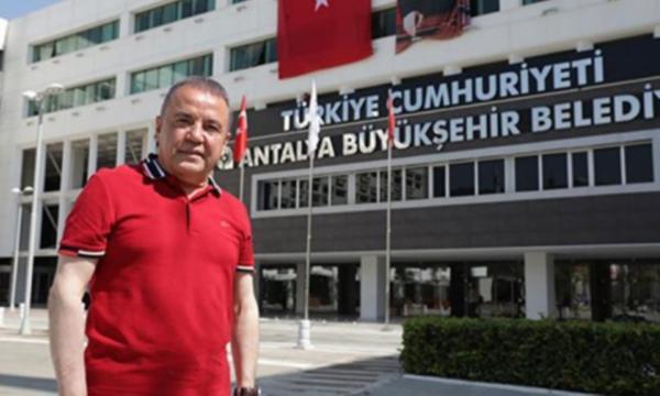 Antalya Büyükşehir Belediye Başkanı'ndan alkışlanacak hareket