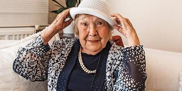 104 yaşında olduğumu düşündükçe şaşkına dönüyorum artık bıktım yaşamaktan