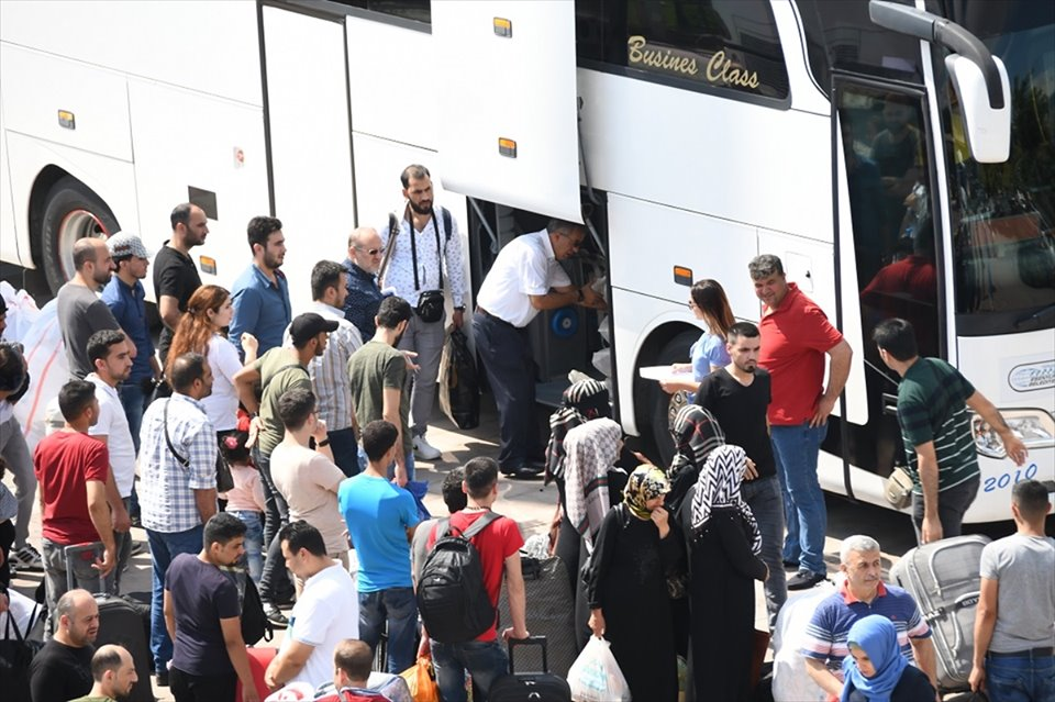 Esenyurt'tan 127 Suriyeli daha ülkesine gönderildi