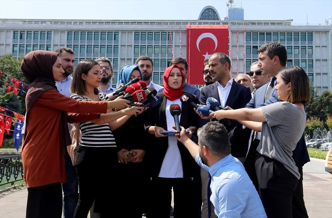 Medya AŞ'deki görevlerine son verilenler İBB önünde açıklama yaptı