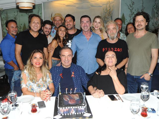 77 kere maşallah!  Usta oyuncu Zafer Ergin, 77'nci yaşını kutladı