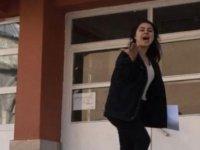 KPSS'YE Geç Kaldı Sinirden Kapıyı Yumrukladı