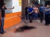 Defalarca bıçakladı, polis dahil herkes seyretti