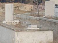 Mezarlıktan yükselen inleme sesleri şehri ayağa kaldırdı.