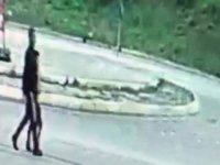 İstanbul'da tacizci dehşeti! Sapığın küçük çocuğu ormanlık alana götürdüğü anlar kamerada