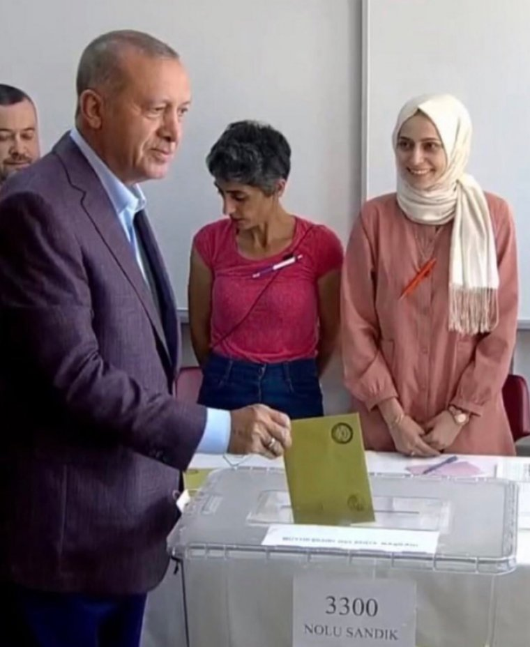 erdogan-in-yuzune-bakmamisti-turkiye-bu-durusu-konusuyor_2.jpg